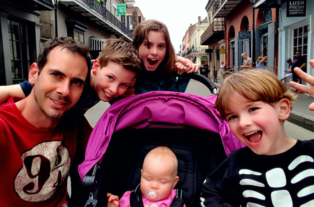 This Stay-at-Home Dad of 4 Blogs Candidly About Parenting Fails and Triumphs