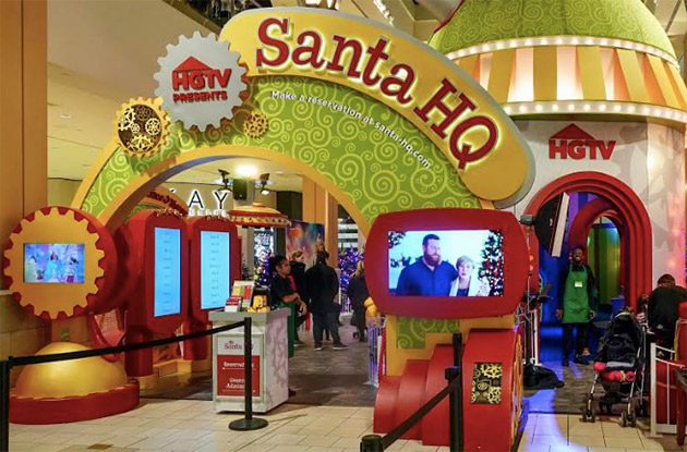 Mall in Elmhurst Adds to Holiday Experience