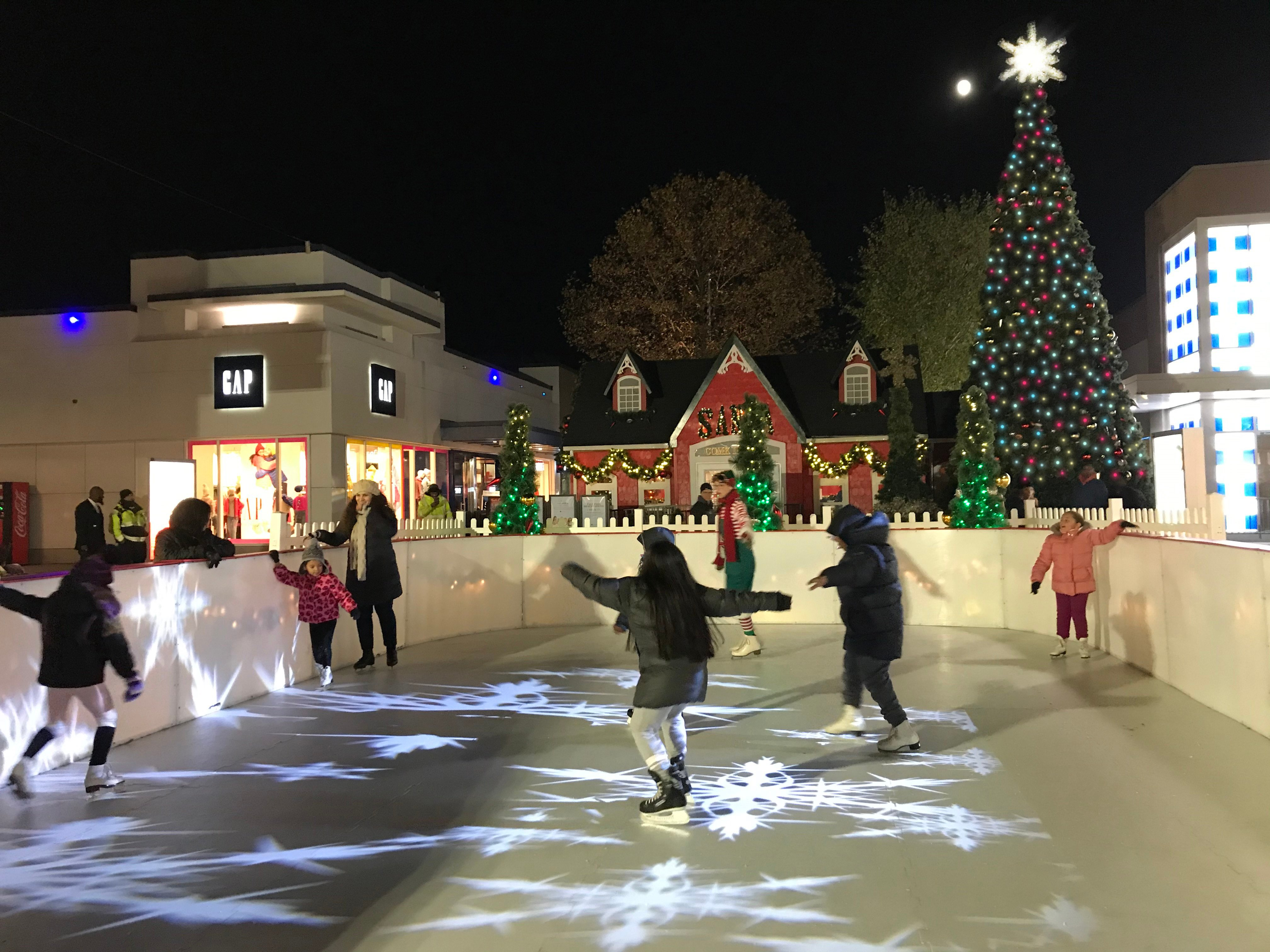 IN PERSON Pop-Up Holiday Ice Skating Rink at CROSS COUNTY CENTER