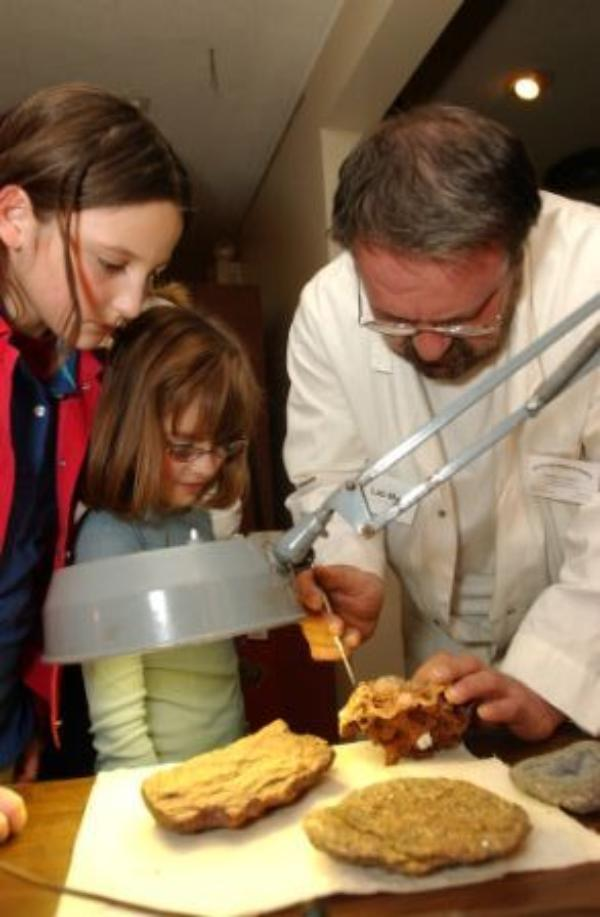 GEOLOGY DAY at Garvies Point Museum and Preserve