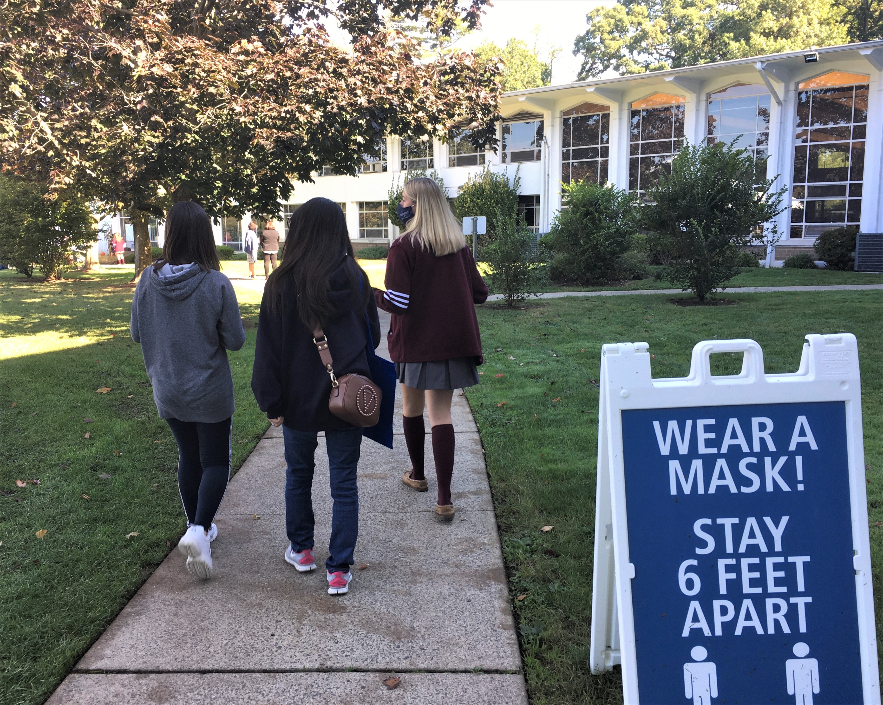 IN PERSON Eighth Grade Girls May Take On-campus Tours of AHA at Academy of the Holy Angels