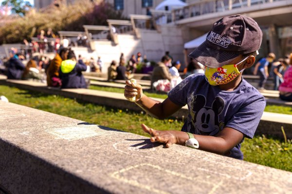 Outdoor Art-Making with BkM Teens at Brooklyn Museum